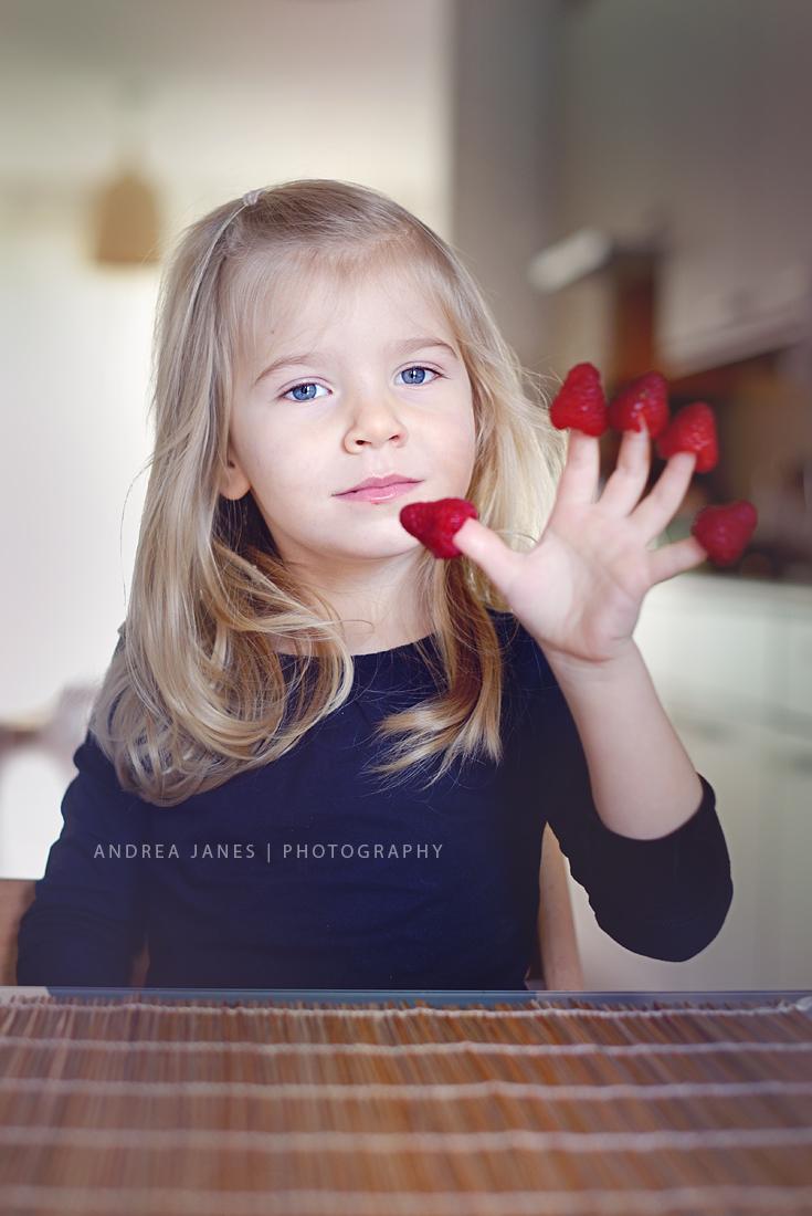 Lorena-comendo-frutas-02-copy